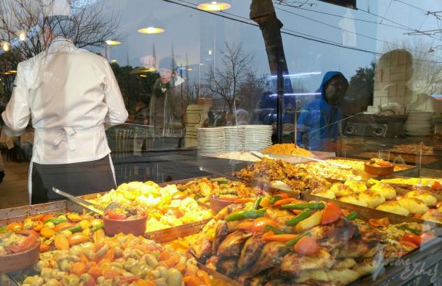 Los Lokantas siempre preparados para llenar estómagos - by BeaChan