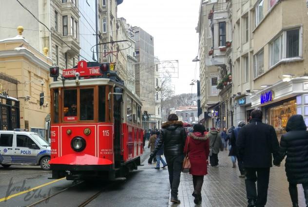Tranvía a Taksim - by BeaChan