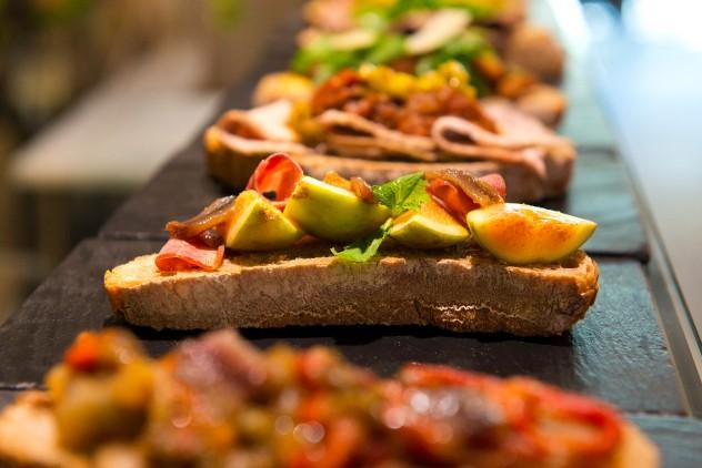 Tostas en el Mercado de San Ildefonso - by Gastrofestival